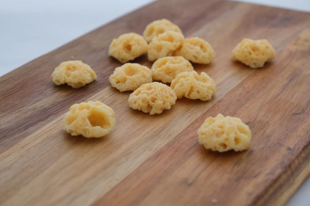 Chipsy z sera - przestrzenna struktura